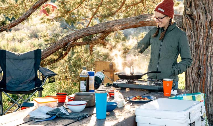 stove and a cooking kit for camping