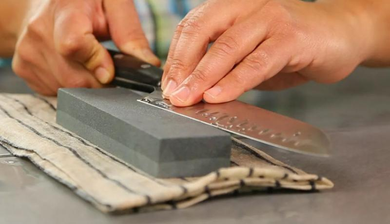 Mastering the Knife Sharpening- The Tips to Use & the Mistakes to Avoid